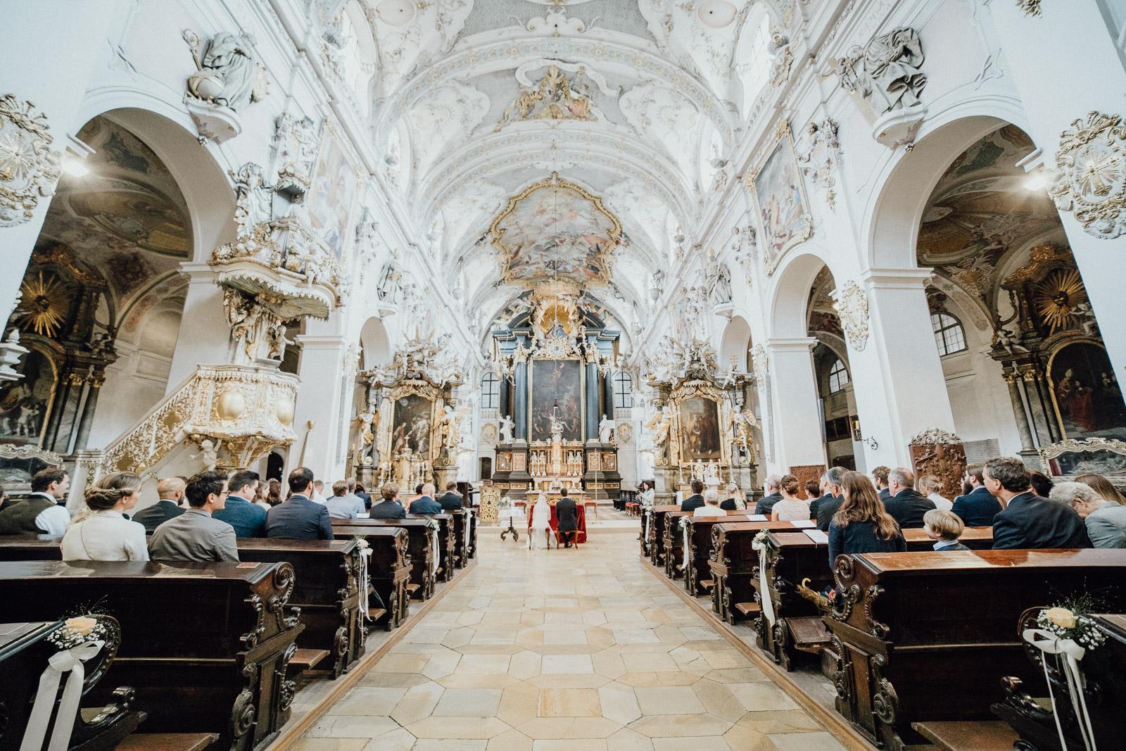 Regenhochzeit in der Basilika St. Emmeram in Regensburg 126