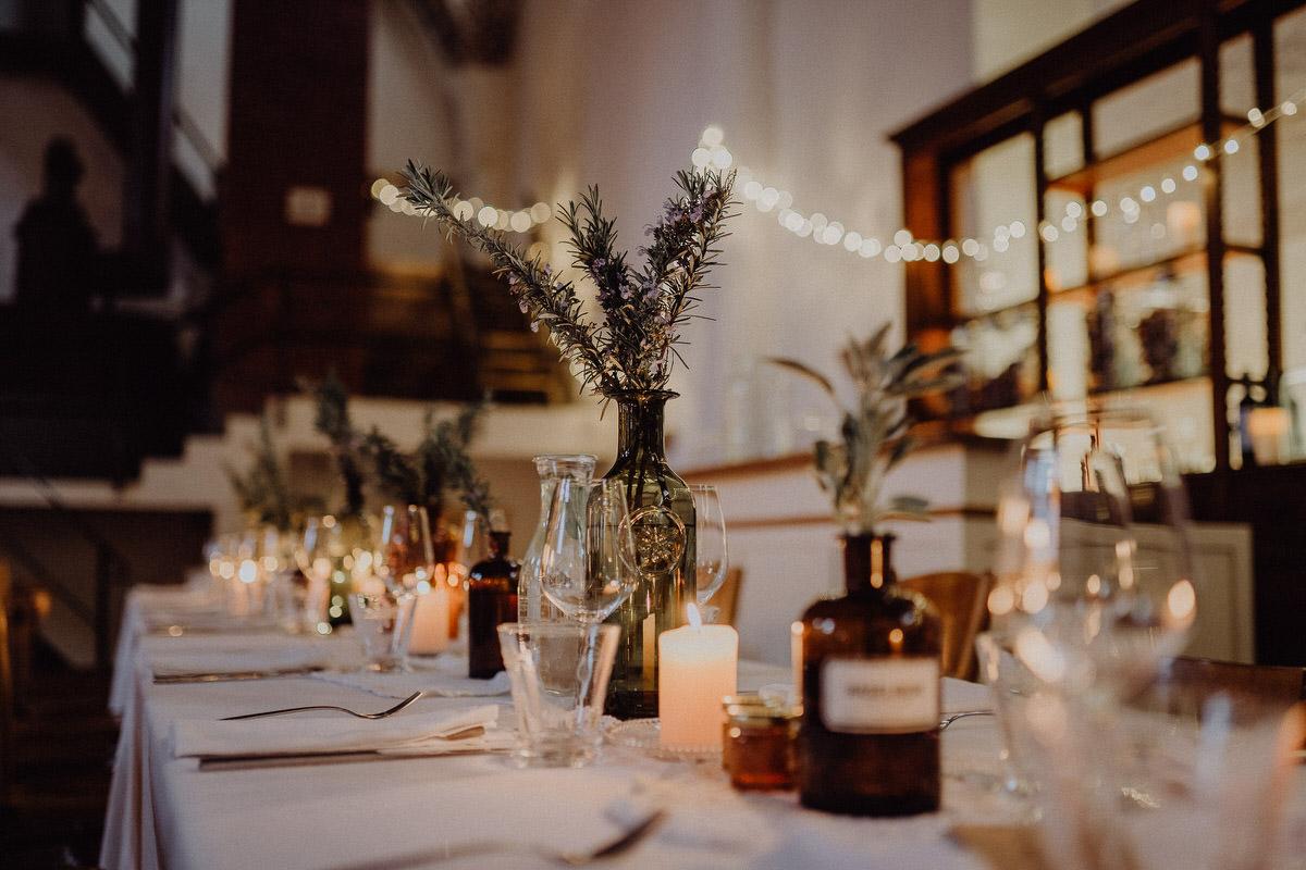 Tischdeko mit romantischem Kerzenlicht